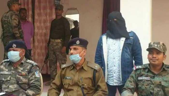 गुमला: PLFI के नक्सली ने किया आत्मसमर्पण, अजय गोप हत्याकांड की सुलझी गुत्थी