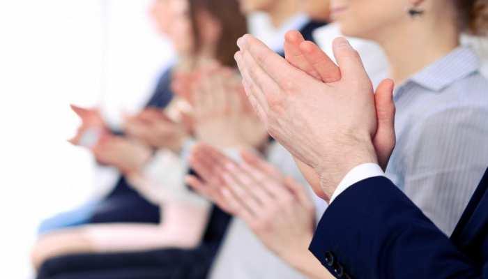 Clapping Benefits for Health: सेहत के लिए फायदेमंद है ताली बजाना, पेट और BP से जुड़ी समस्याएं होंगी दूर