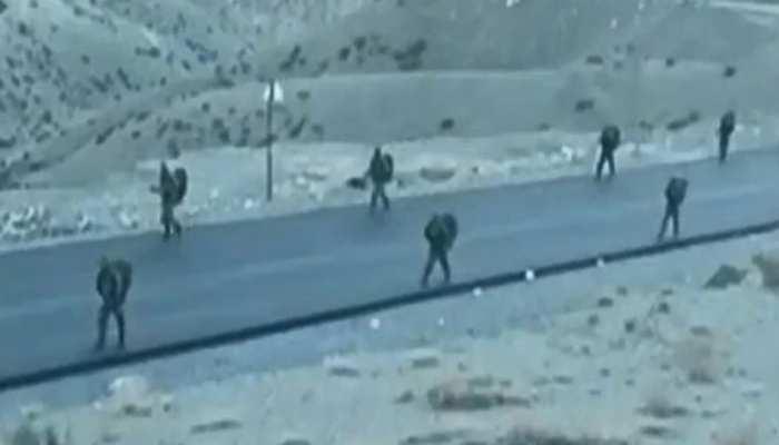 लद्दाख की भीषण ठंड से कंपकपाई जिनपिंग की सेना, LAC से हटाए 10 हजार सैनिक