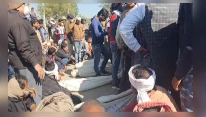 मुरैना जहरीली शराब मामलाः 12 लोगों की मौत से गुस्साए ग्रामीणों ने किया चक्काजाम, प्रशासन से मांगी आर्थिक सहायता