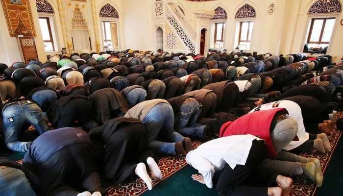 इस देश में 10 सालों में दोगुनी हुई मुसलमानों की आबादी, कब्रिस्तान को लेकर हो रहा विरोध