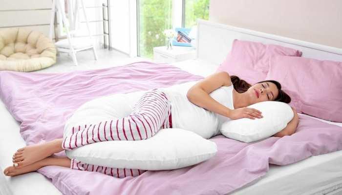 Pillow Side Effects: गलती से भी तकिया लेकर न सोएं, बढ़ सकती हैं ये परेशानियां