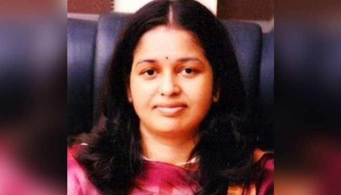 इस महिला IAS के जज्बे को सलाम, प्रसव से 12 घंटे पहले तक करती रही ड्यूटी