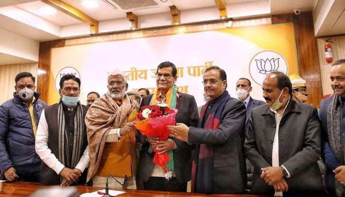 EX IAS AK Sharma बने भाजपा के MLC प्रत्याशी,  स्वतंत्र देव और दिनेश शर्मा के नामों की भी हुई घोषणा