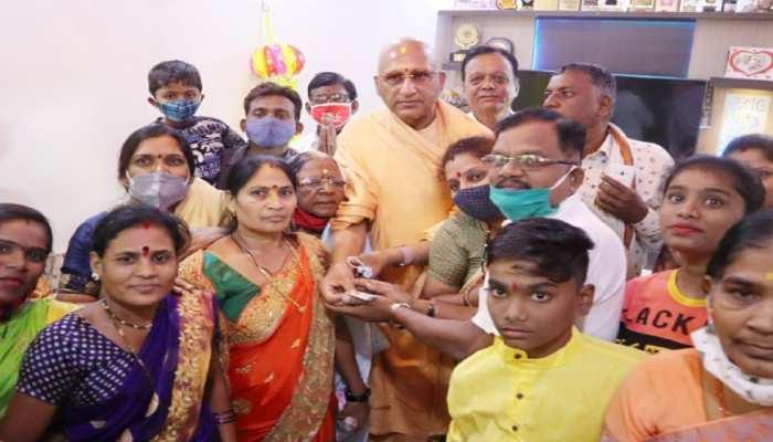 स्वामी अवधेशानंद गिरी ने राम मंदिर निर्माण के लिए मांगा सहयोग, राज्यपाल भी हुए अभियान में शामिल