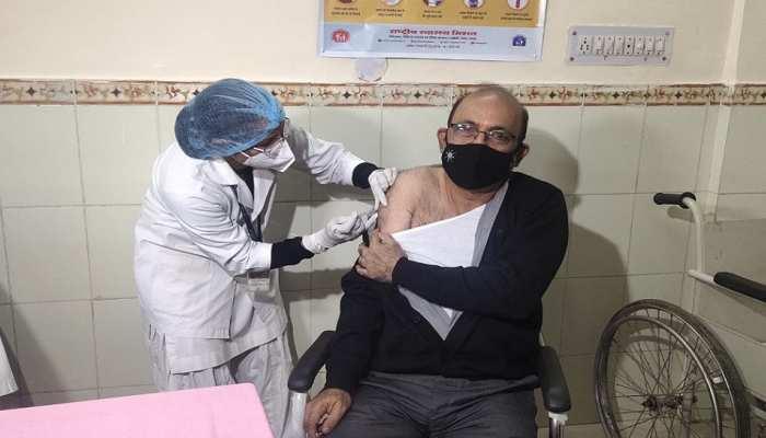 Rajasthan में 167 सेंटर पर Corona Vaccine की शुरुआत, Dr. Arvind Shukla को लगी पहली डोज