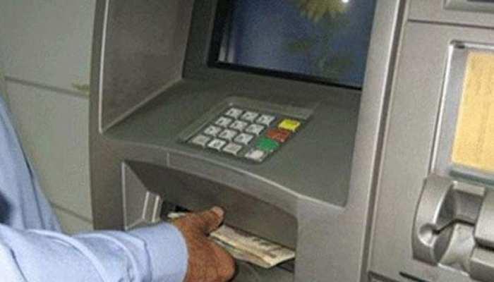 बुरे वक्त में बहुत काम आएगा आपका ATM कार्ड, करोड़ों लोग उठा रहे हैं फायदा, जानिए कैसे