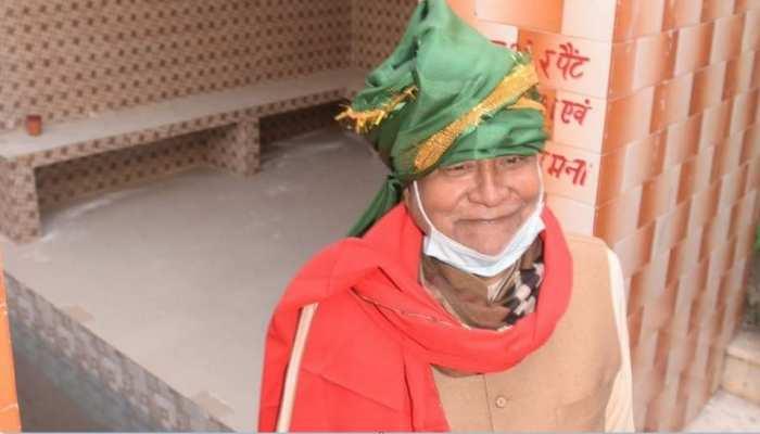 CM नीतीश ने मखुदम साहब को की चादरपोशी, कहा- बचपन में यहां के कुंड में किया है स्नान