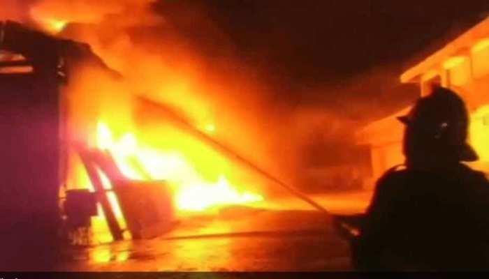 Parliament के नजदीक आकाशवाणी भवन में लगी आग, 8 दमकलों ने पाया काबू