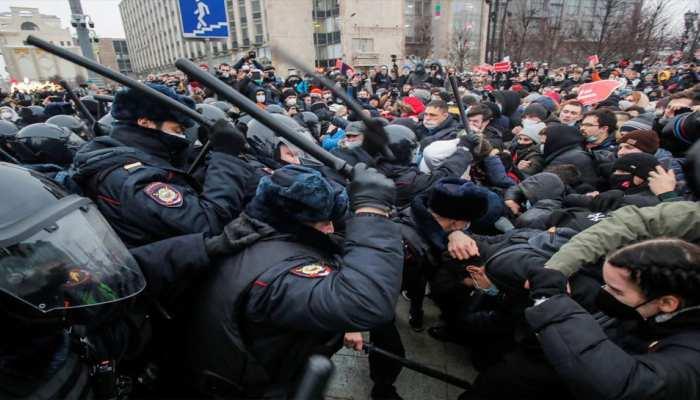 Russia Protest: रूस ने देशभर में हो रहे हिंसक प्रदर्शनों के लिए US Embassy को ठहराया दोषी