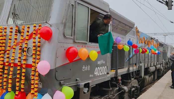 PM नरेंद्र मोदी के करीबी पूर्व IAS अधिकारी A.K. Sharma की सिफारिश पर रेलवे ने चलाई स्पेशल ट्रेन