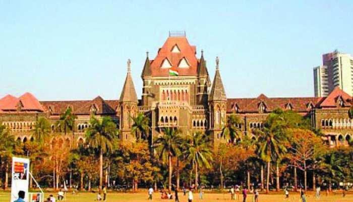 बिना कपड़े उतारे Minor के ऊपरी हिस्सों को छूना Sexual Assault नहीं, Bombay High Court का फैसला