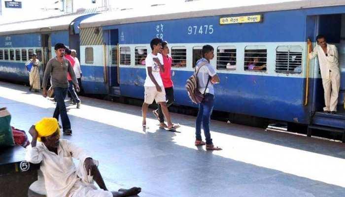रेलवे की आय बढ़ाने के लिए यात्रियों से यूजर चार्ज वसूलने की तैयारी, बोर्ड की मंजूरी का इंतजार
