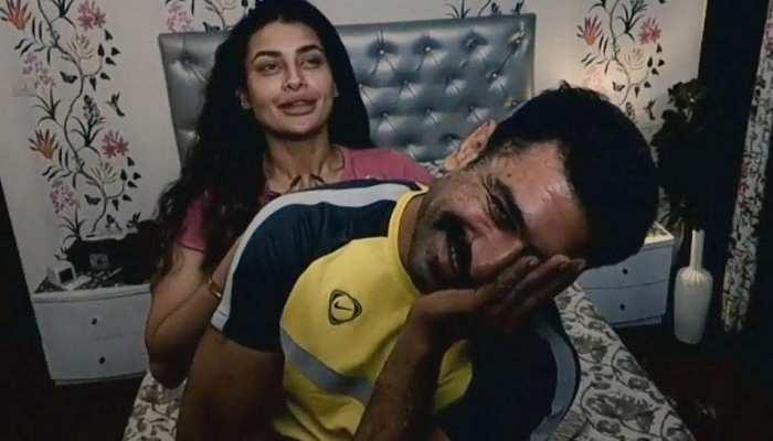 Bigg Boss 14: Eijaz Khan और Pavitra Punia ने बेडरूम से शेयर की कोजी फोटो, फैन्स बोले- सबसे Best