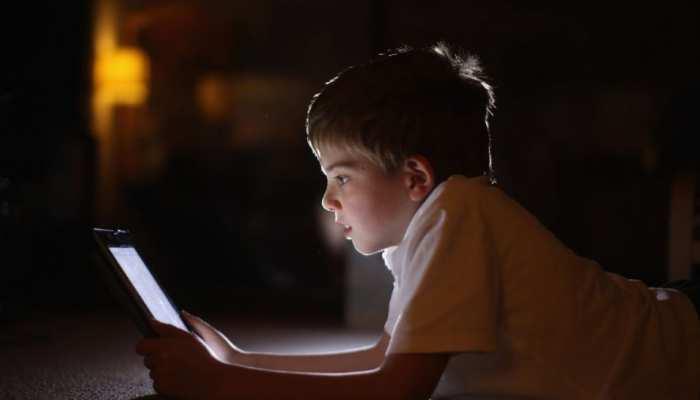 सावधान! Smartphone की लत से 10 साल के बच्चों का दिमाग हो सकता है खराब, रुक सकती है Growth