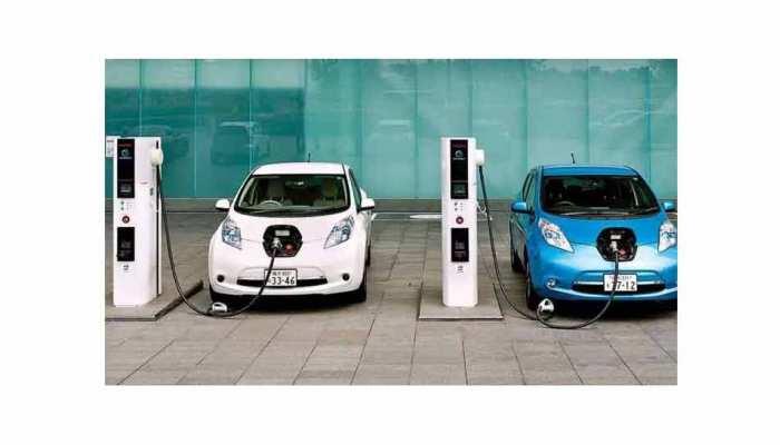 Budget 2021: इलेक्ट्रिक गाड़ियों पर Tax घटाएं वित्त मंत्री! महंगे-पेट्रोल डीजल के बाद उठी मांग