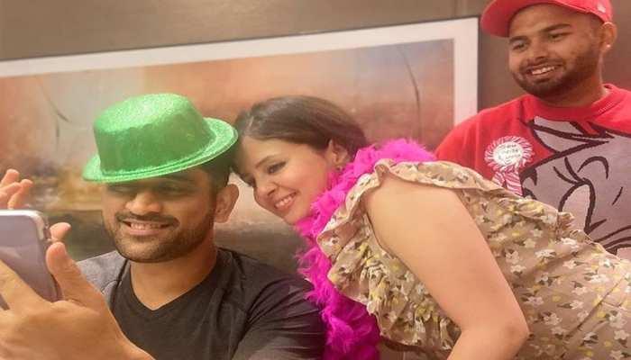 Sakshi Dhoni ने शेयर की MS Dhoni की Dashing फोटो, Rishabh Pant बीच में घुसे