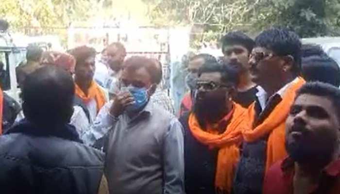 इंदौर में धर्म परिवर्तन को लेकर 11 पर केस दर्ज, प्रार्थना की आड़ में करवा रहे थे लोगों का कन्वर्जन