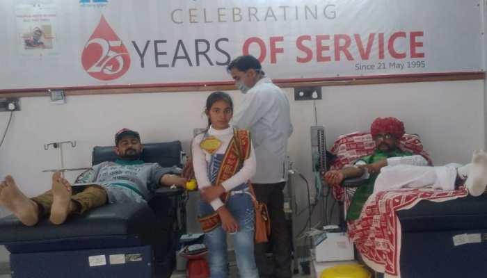 Jaipur में दंपति रक्तदान कर दे रहे बेटी बचाओ का संदेश, जानिए कैसे हुई शुरुआत