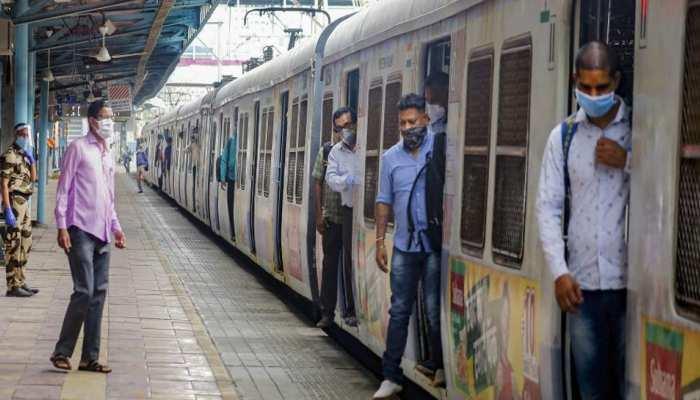 Maharashtra सरकार ने दिए Mumbai में Local Trains शुरू करने के निर्देश