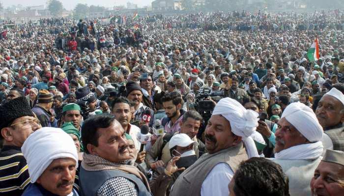 Muzaffarnagar: राकेश टिकैत का समर्थन करने महापंचायत में उमड़ी किसानों की भीड़, गाजीपुर कूच की अपील