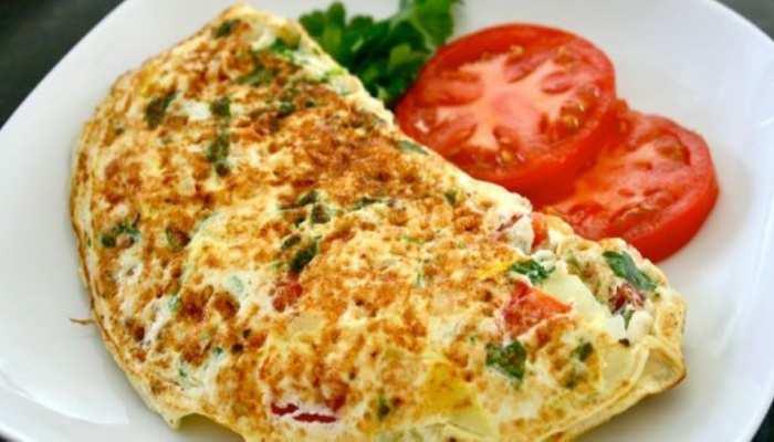 Veg Omelette Recipe: नाश्ते में बनाएं वेज ऑमलेट, स्वाद के साथ पोषण भी मिलेगा भरपूर