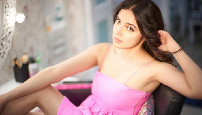 Divya Khosla Kumar rocks in pink outfit in her recent instagram post
