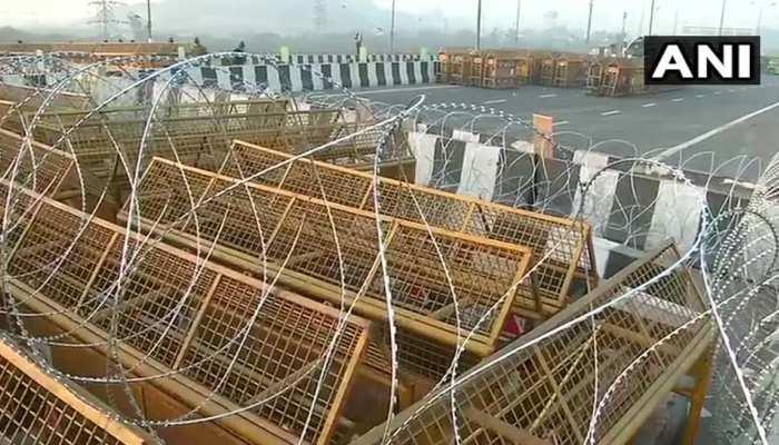 छावनी में तब्दील गाजीपुर बॉर्डर, 12 लेयर की बैरिकेडिंग के साथ लगाए गए कंटीले तार