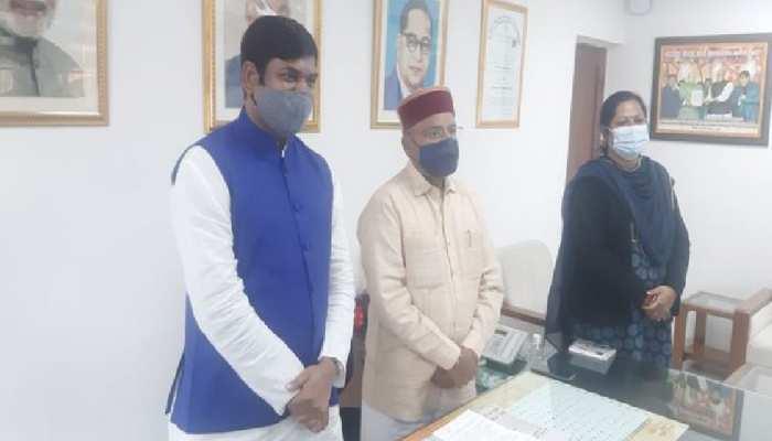 निषाद समाज को आरक्षण दिलाने की मुहीम में जुटे Mukesh Sahani, केंद्रीय मंत्री को सौंपी फाइल