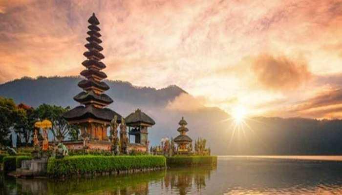 TRAVELLERS CHOICE AWARDS 2021 most popular destinations bali indonesia london barcelona paris rome