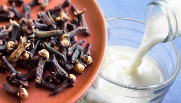 Clove and milk Benefits: लौंग और दूध का इस तरह सेवन करने से मिलेगा जबरदस्त फायदा, पुरुष जरूर पढ़ें