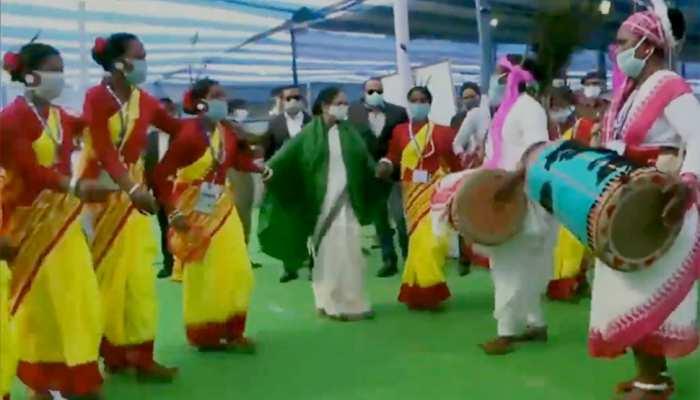 ...जब शादी समारोह में ममता बनर्जी ने जमकर किया डांस, देखिए Viral VIDEO