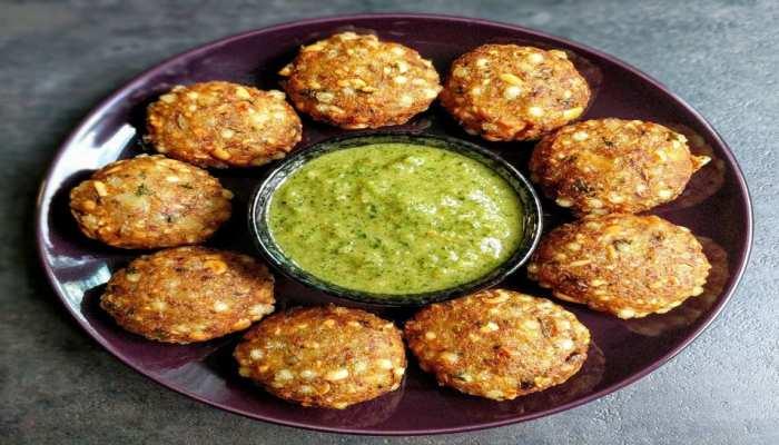 Crispy Sabudana Vada Recipe: ऐसे बनाएं चटपटा फलाहारी साबूदाना वड़ा, जानिए रेसिपी