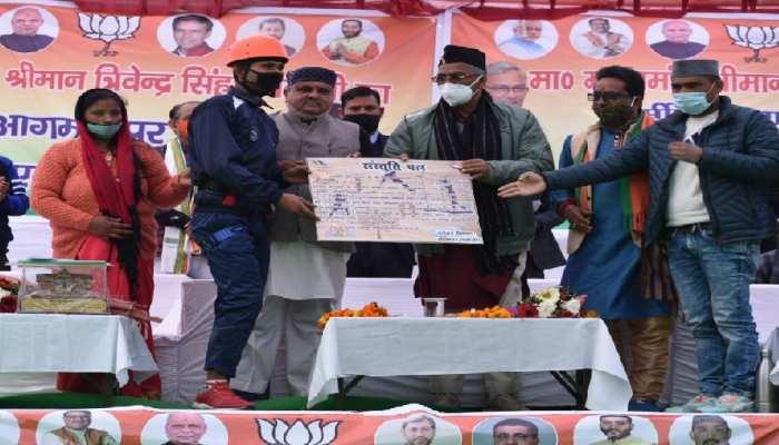 त्रिवेंद्र सिंह रावत 'दुर्मी घाटी' पहुंचने वाले पहले सीएम, जनता ने किया सम्मानित