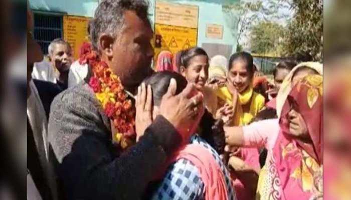 टीचर की विदाई पर बिलख-बिलख कर रोने लगे छात्र, गांव वाले भी नहीं रोक पाए आंसू