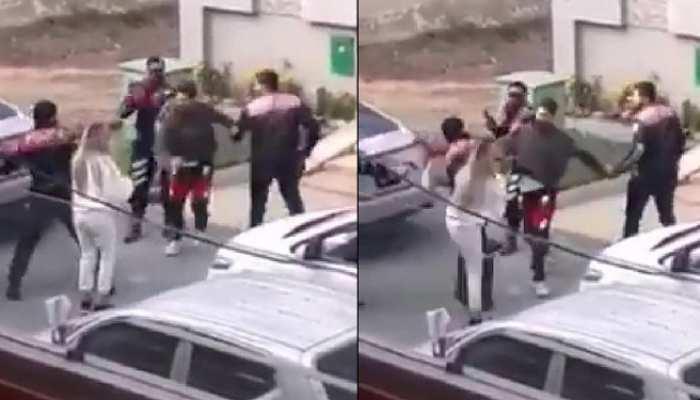 इस मशहूर पाकिस्तानी सिंगर ने की भैया-भाभी की पिटाई, Viral हुआ VIDEO