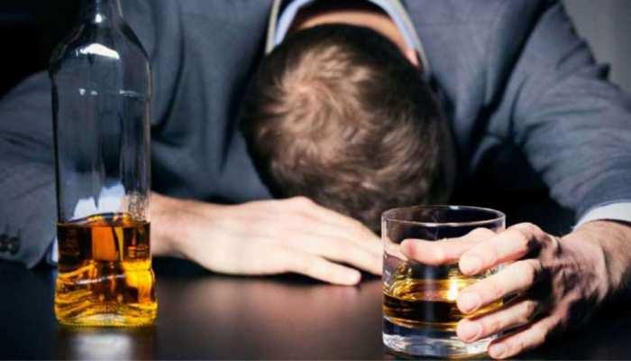 Russia: बुजुर्ग ने कबूल किया था 1.5 लीटर वोदका पीने का चैलेंज, Live Streaming के दौरान हो गई मौत