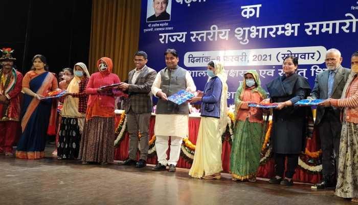 Jaipur News: पढ़ना लिखना अभियान की हुई शुरुआत, एक स्वयंसेवक करेगा 10 लोगों को साक्षर