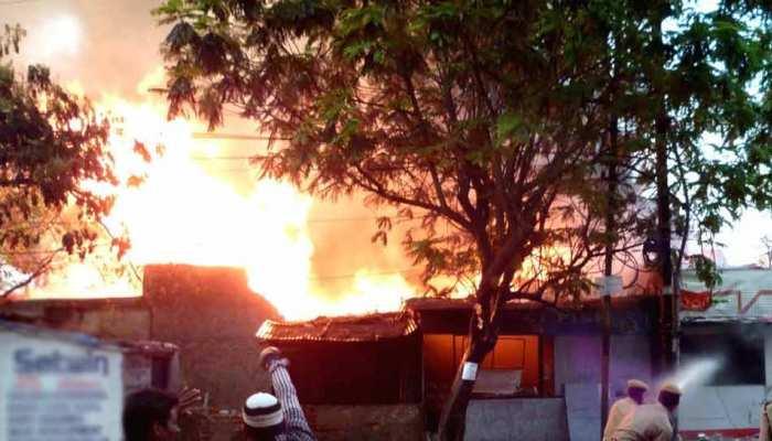 Mumbai: वर्सोवा में अवैध सिलेंडर गोदाम में लगी आग, विस्फोट के बाद 4 लोग घायल