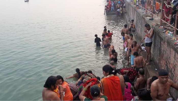 मौनी अमावस्या पर एक रंग में रंगे दिखे भारत-नेपाल के लोग, त्रिवेणी संगम पर लगाई आस्था की डुबकी