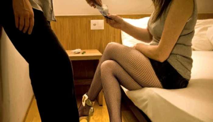 आगरा- होटल की आड़ में चल रहा था सेक्स रैकेट, विदेशी युवतियों समेत कई लोग गिरफ्तार