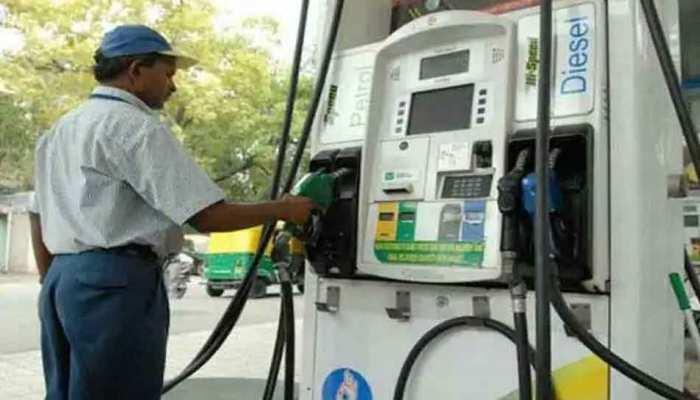 Assam में 5 रुपये सस्ता हुआ पेट्रोल; शराब की कीमत भी 25 प्रतिशत घटी