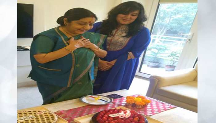 Sushma Swaraj के Birthday पर बेटी Bansuri Swaraj का इमोशनल पोस्ट, कहा- 'केक अब फीका लगता है'