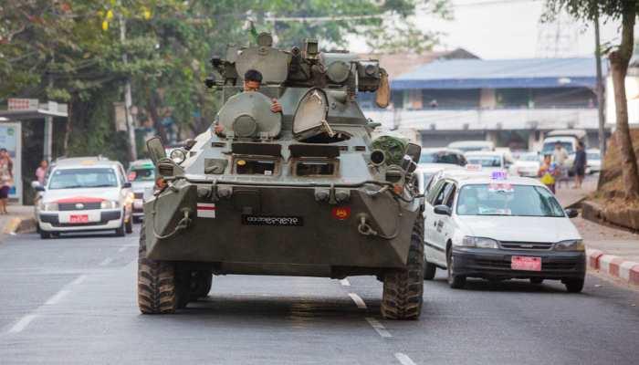 म्यांमार की सड़कों पर उतरे टैंक, US ने अपने नागरिकों को चेताया- घरों से न निकलें बाहर