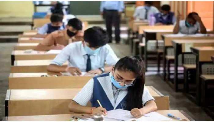 UP Board Exams 2021: सिर्फ 15 दिन में हो जाएंगी यूपी बोर्ड की हाईस्कूल और इंटर की परीक्षाएं, छात्र जान लें जरूरी बातें