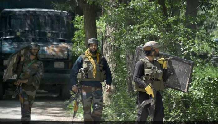 Jammu Kashmir पुलिस ने आतंकवादियों के 2 मददगारों को किया गिरफ्तार, LET और TUM से है संबंध