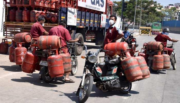 Jaipur News: 1.59 करोड़ उपभोक्ताओं से जुड़ी बड़ी खबर, किचन में खाना बनाना फिर हुआ महंगा