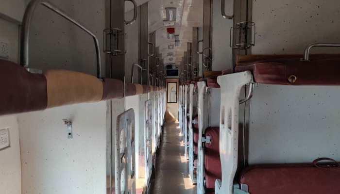 Indian Railway: बदल गया है आपके स्लीपर कोच का हुलिया अब बटन से खुलेगा दरवाजा, जानिए और कितनी सुविधाएं