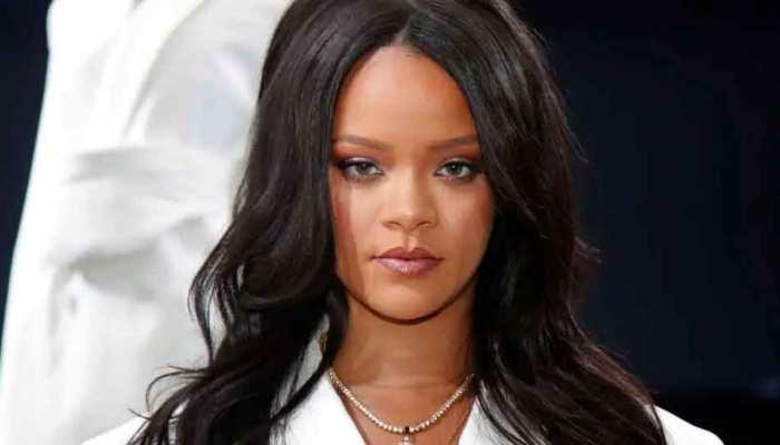 Rihanna का 'असली चेहरा' आया सामने, भगवान गणेश का पेंडेंट पहने शेयर की टॉपलेस तस्वीर