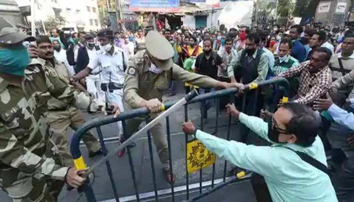 बंगाल: ममता सरकार के खिलाफ तेज हुआ शिक्षकों का प्रदर्शन, इस तरह जताया विरोध